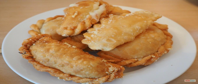 Pierogi ruskie, z mięsem, z kapustą i grzybami, ze szpinakiem (smażone lub gotowane 5szt.) - 13,00 zł